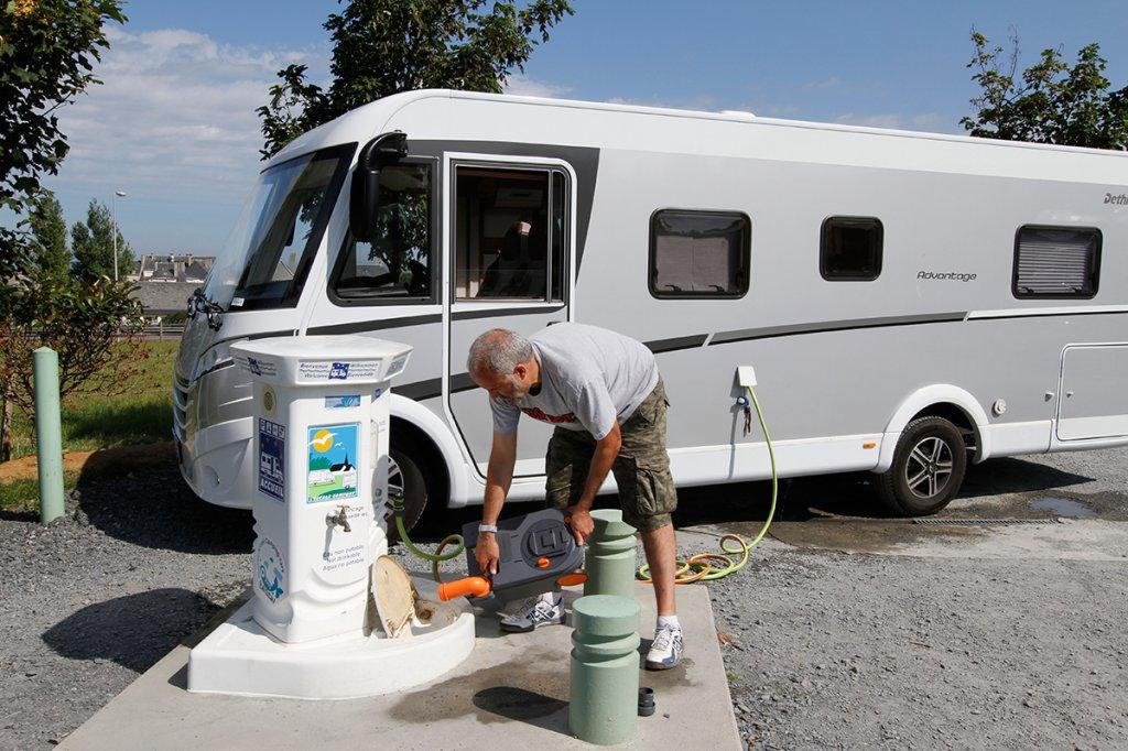 vidange réservoir d'eau camping-car